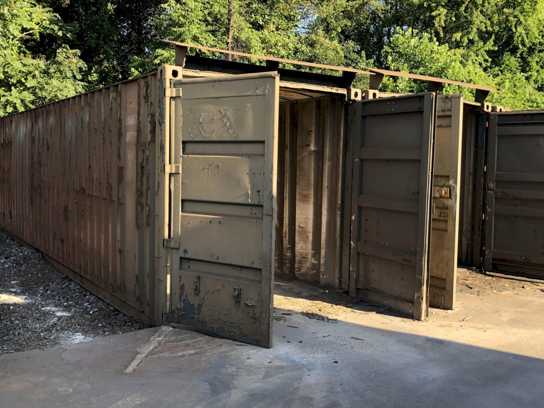 8- 40' sea containers, priced each