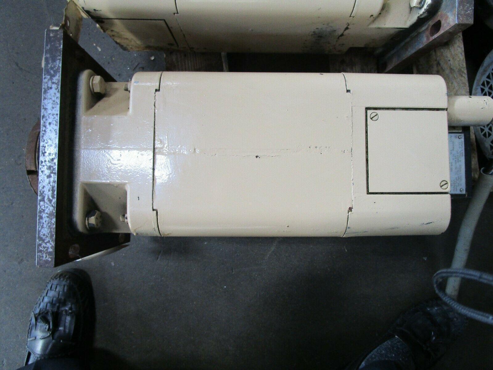 Siemens Servo Motor 1HU3104-0AD01-Z Cincinnati Milacron Part# 1-605-1040