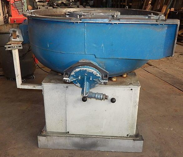 USED WALTHER TROWAL MODEL CD 300 VIRBRATORY BOWL, Stock # 10808, Year 2001