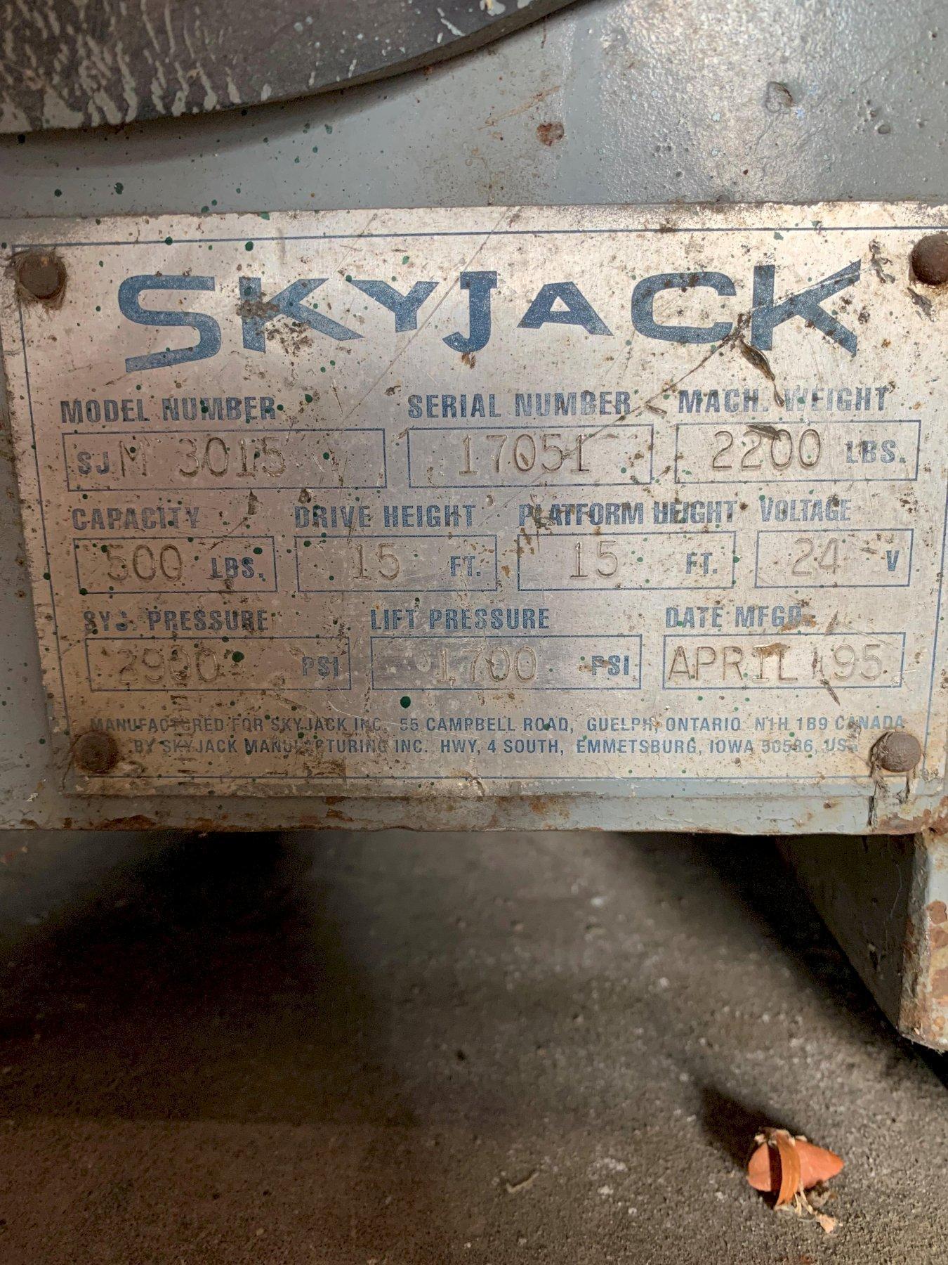 1 - PREOWNED SKY JACK AERIAL LIFT PLATFORM, MODEL #: SJ-M3015, S/N: 17051, YEAR: 1995