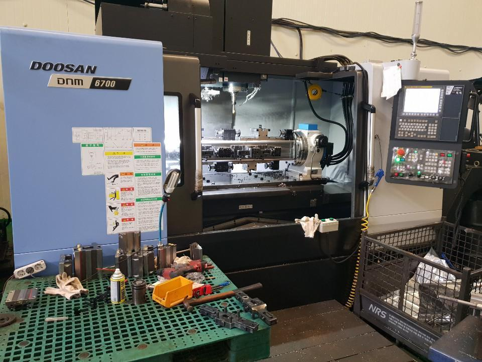 2018 Doosan DNM 6700 - CNC Vertical Machining Center