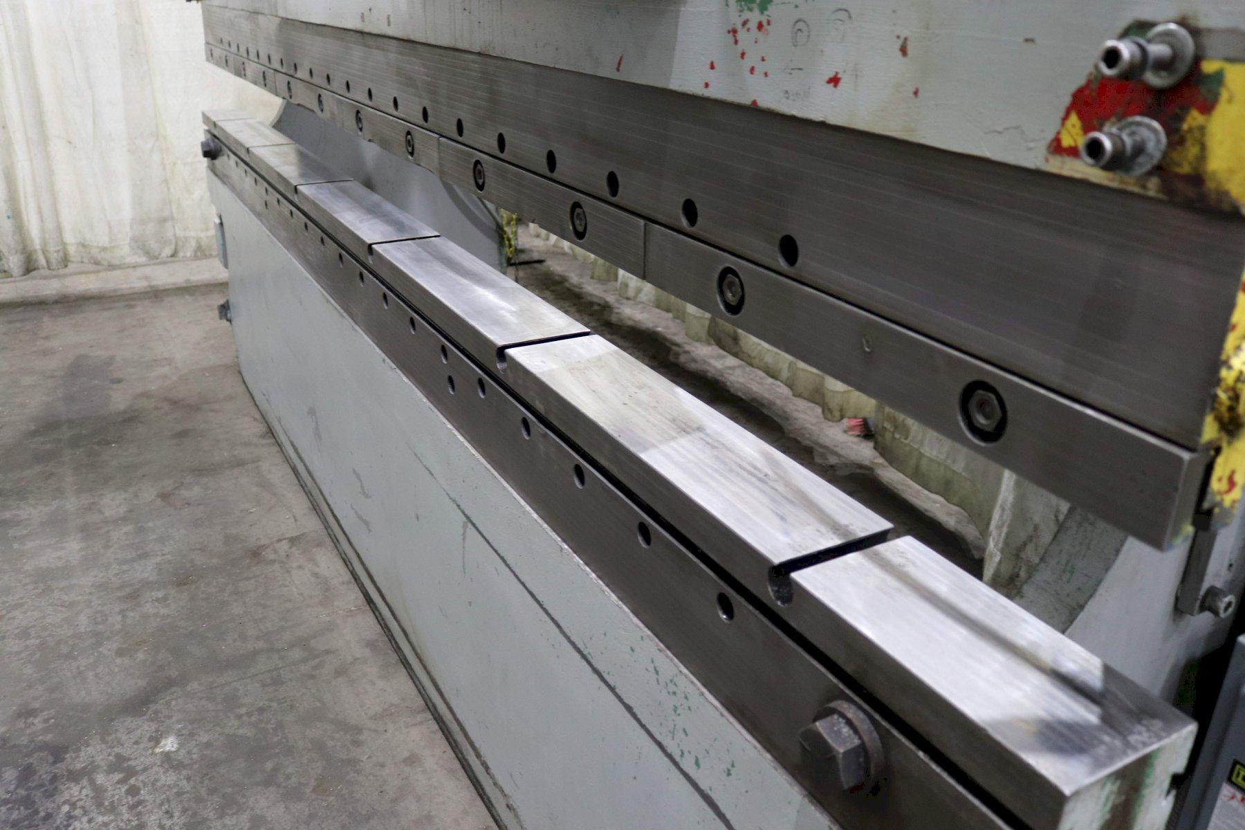 230 TON x 12' CINCINNATI HYDRAULIC PRESS BRAKE