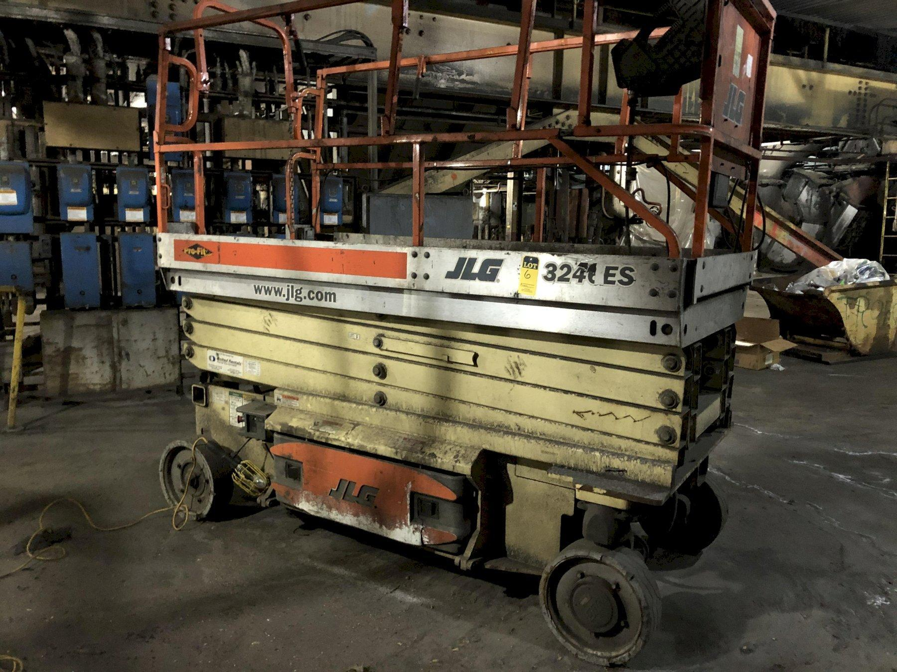 JLG model 3246es self propelled scissor lift s/n 200124017