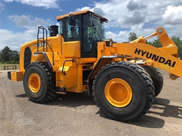 USED, DOSKOCIL HYUNDAI HL970 WHEEL LOADER WITH FORK/PIPE ATTACHMENT AND BUCKET