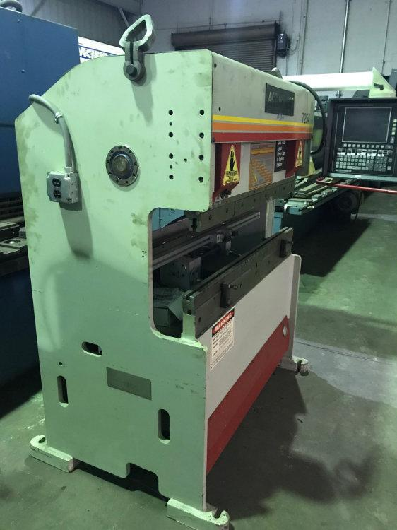 USED 25 TON ACCURPRESS HYDRAULIC CNC PRESS BRAKE, Model 7-25-4, 25 Ton x 4', Stock No. 9953