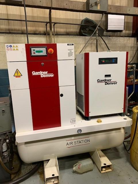 30 HP GARDNER-DENVER ROTARY SCREW AIR COMPRESSOR W/ GARDNER DENVER AIR DRYER AND SURGE TANK. STOCK # 0104421