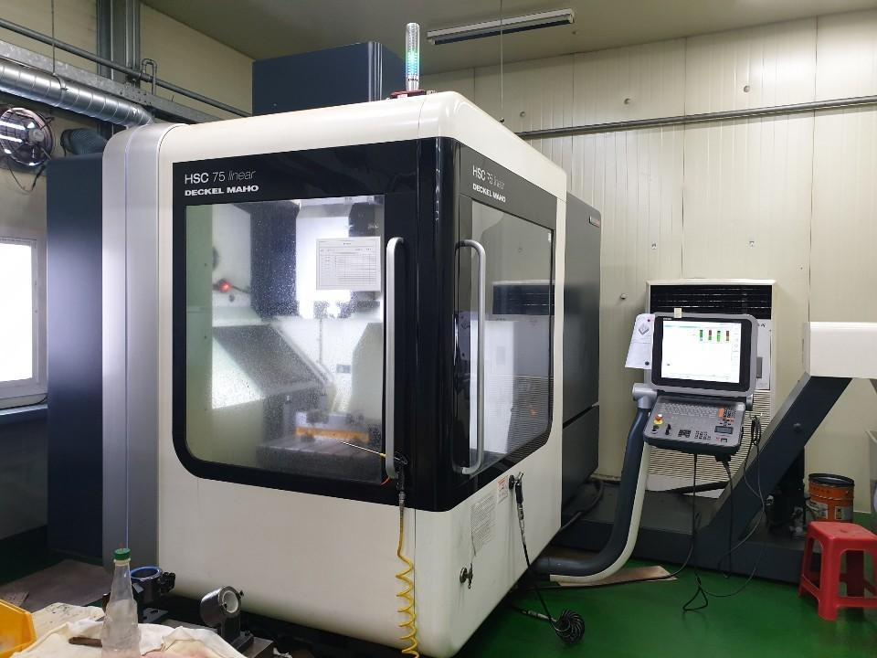 Deckel Maho HSC 75 Linear CNC Vertical Machining Center, with 28,000 RPM Spindle, Heidenhain iTNC 530 Control, New 2012