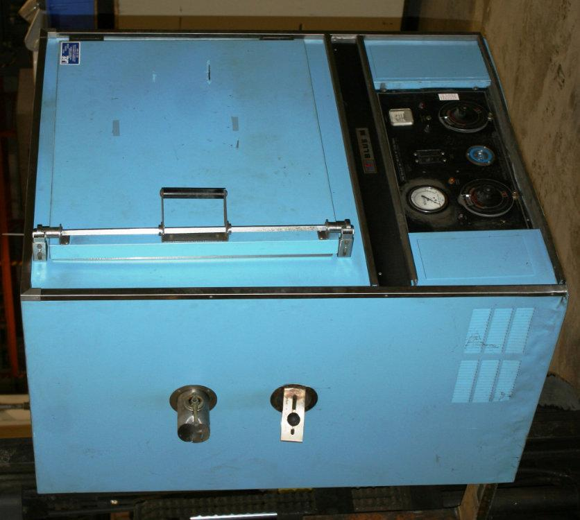 Used BLUE M ELECTRIC CABINET OVEN, Model POM-256B-1, Stock No. 9505