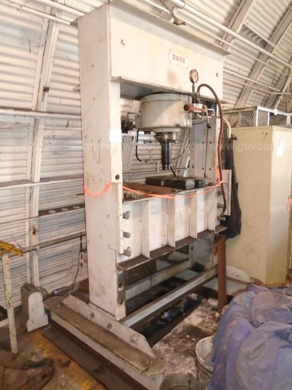 150 TON DAKE MODEL 700-247 H-FRAME PNUMATIC POWERED HYDRAULIC PRESS: STOCK #13940