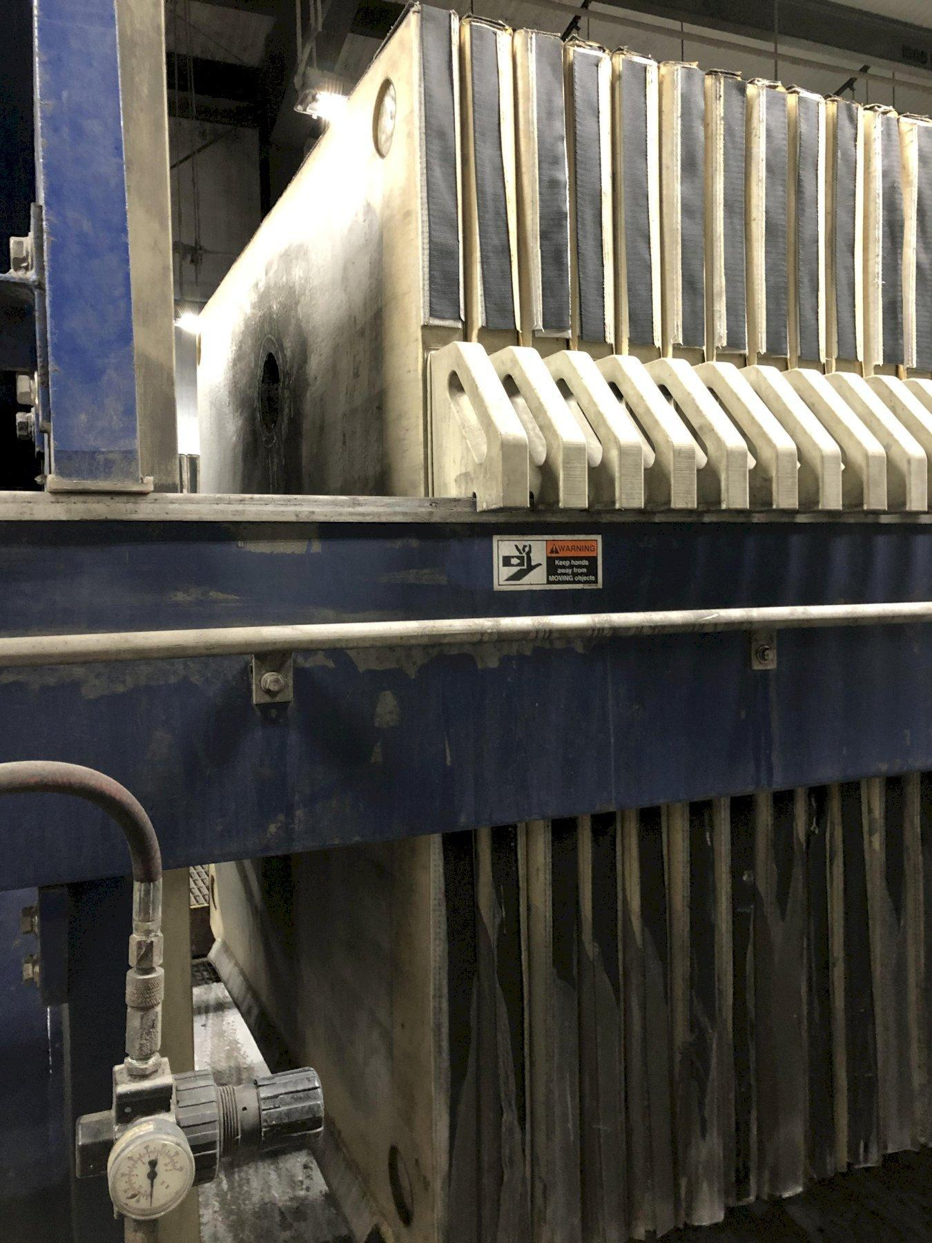 Siemens model 1500n32-64/90-125/175sylc 1500 mm filter press s/n f008178 with 65- approx. 1500 x 1500 mm filters, Siemens plc controls, side bar suspension