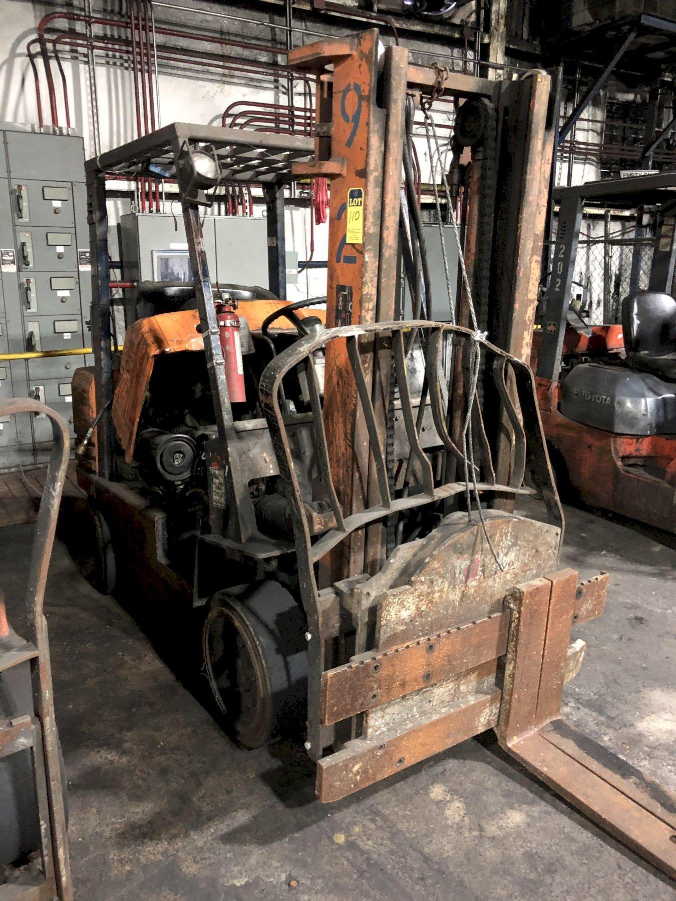 "TOYOTA MODEL 5FGC30 6000# L/P POWERED FORK LIFT TRUCK S/N 70355, 130"" LIFT, WITH ROTATOR"