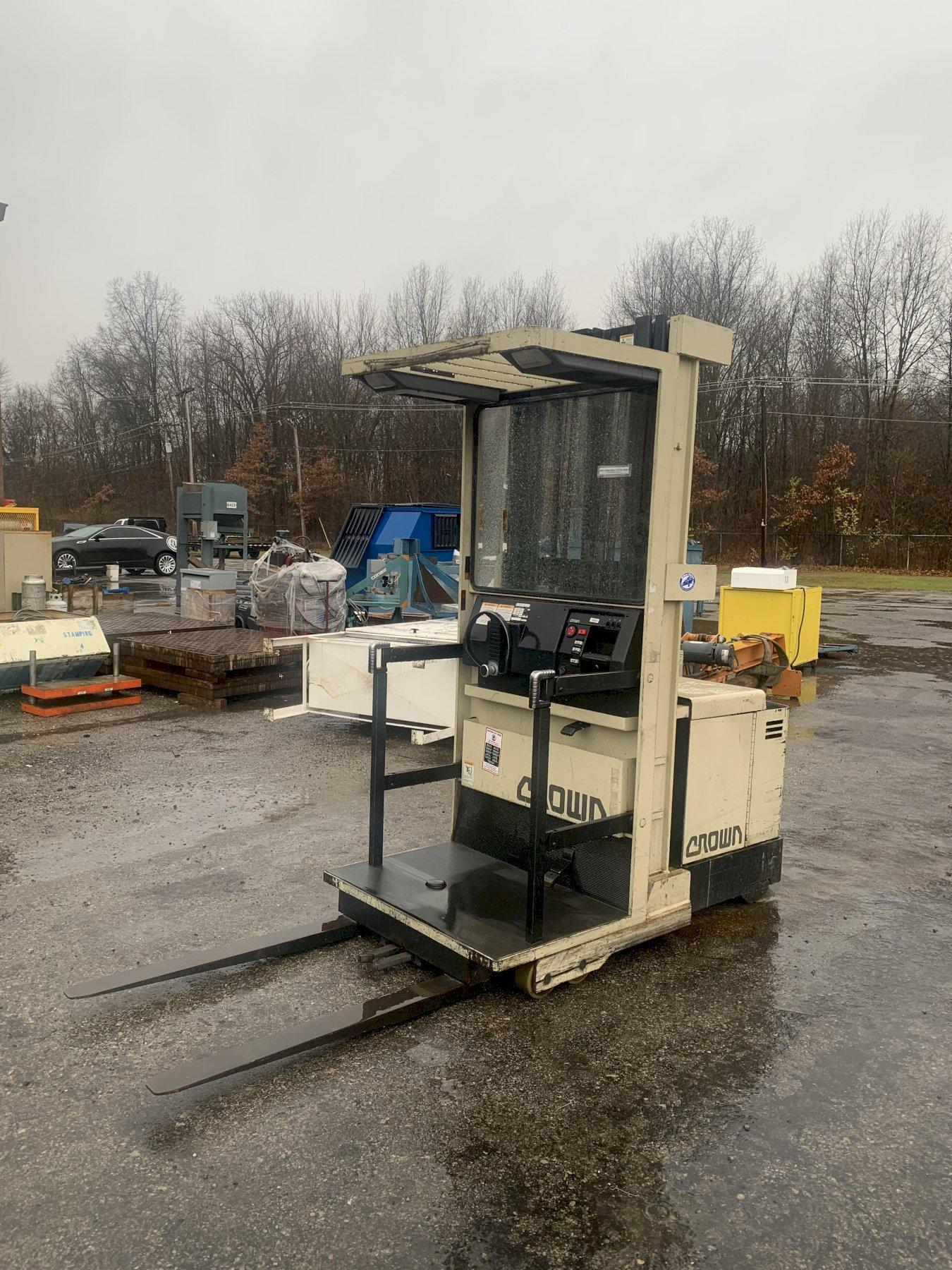 3000 LB CROWN ELECTRIC ORDER PICKER FORKLIFT: STOCK 14132