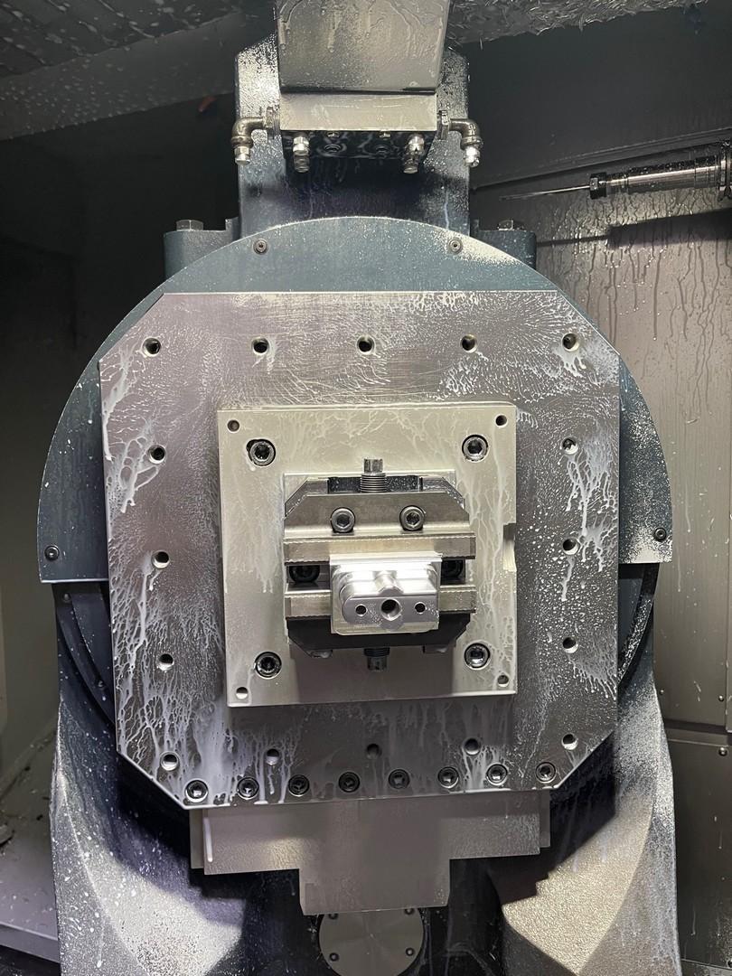 MAKINOMakino A61NX-5E 5-Axis Horizontal Machining Center w/ FMS Cell