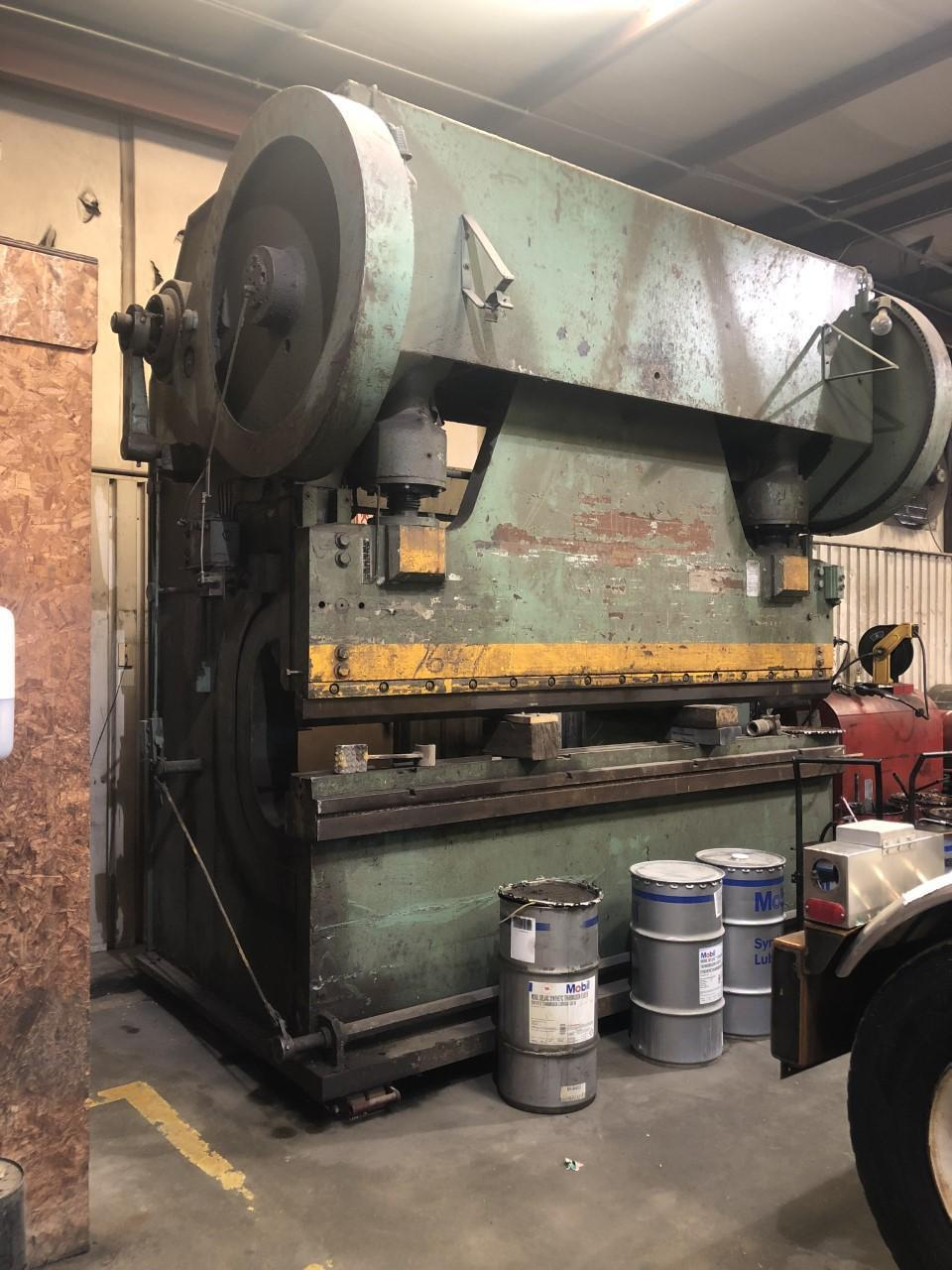 260 TON X 10' CLEVELAND J41/2-8 MECHANICAL PRESS BRAKE. STOCK # 0518621