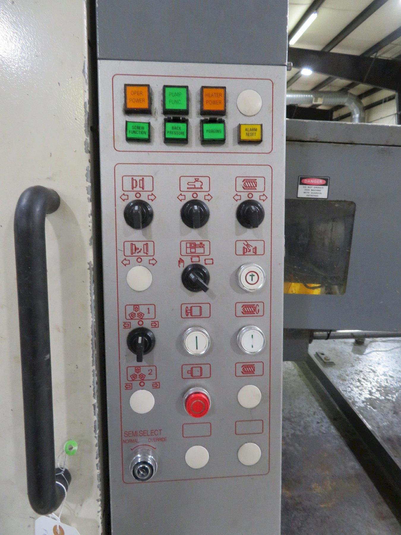 Nissei Used FN5000 Injection Molding Machine, 240 US ton, Yr. 2000, 21.4 oz.