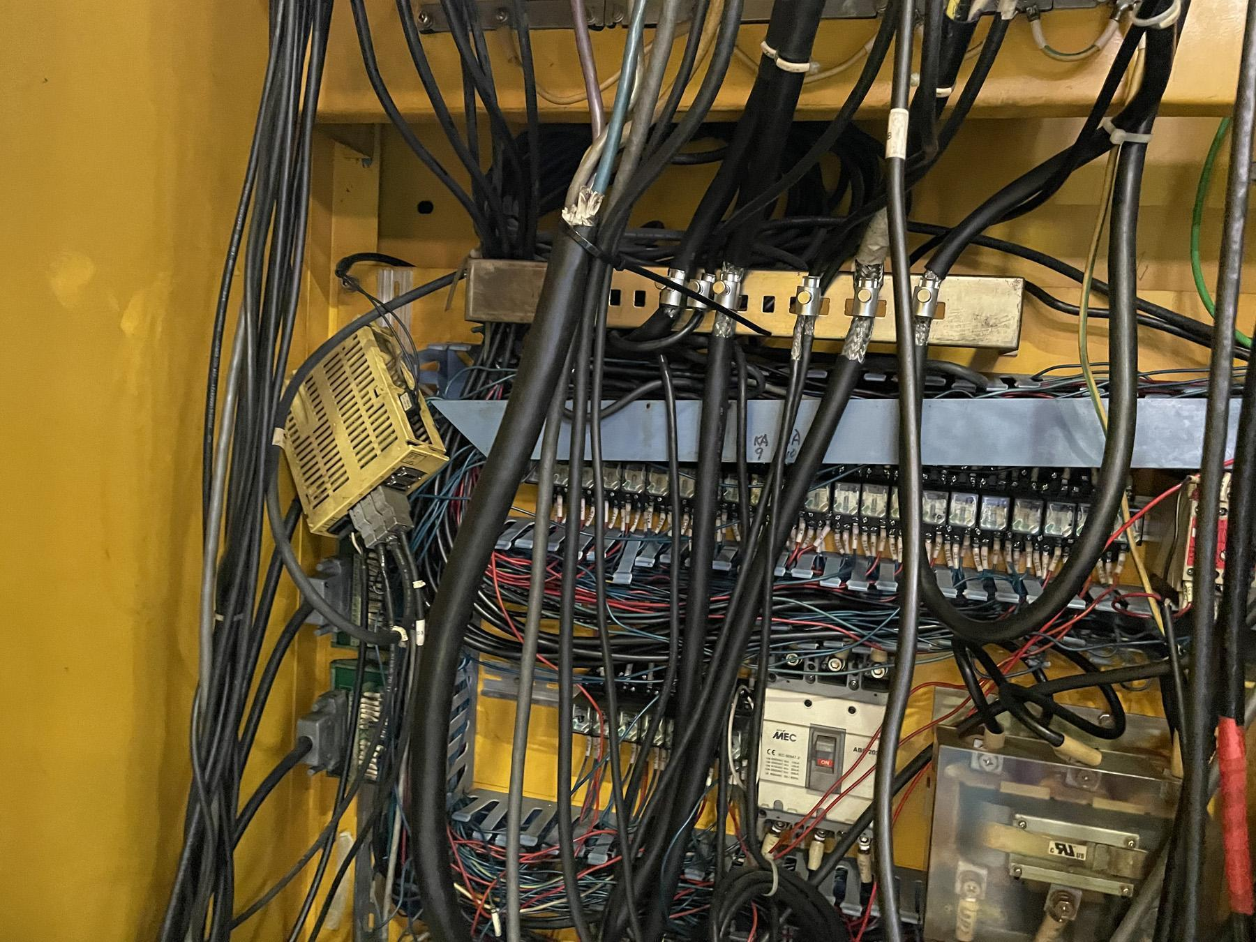 USED, VANGUARD VMC-21100 CNC VERTICAL MACHINING CENTER