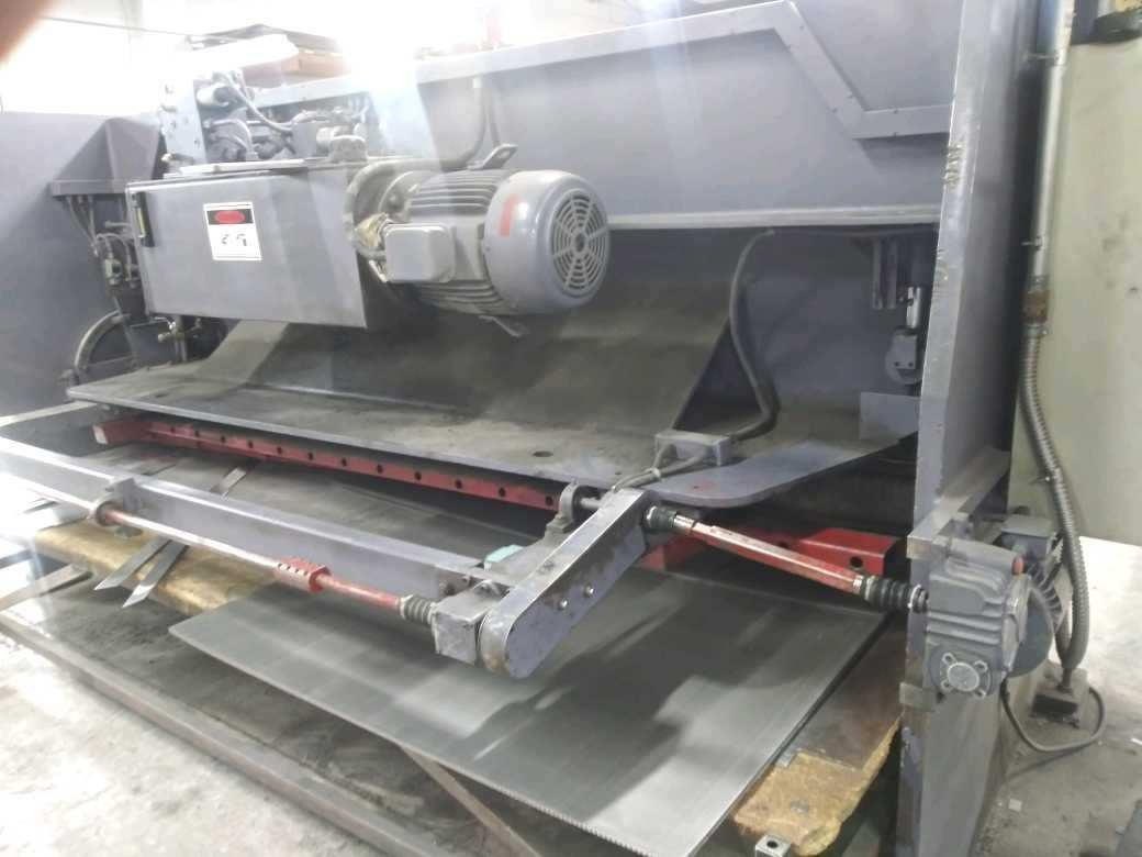 "2005 AFM 10' x 1/4"" Hydraulic Shear"