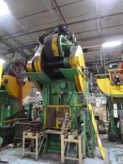 200 TON BLISS MODEL S1-200-33-39 STRAIGHT SIDE SINGLE CRANK PRESS   Our stock number: 115016
