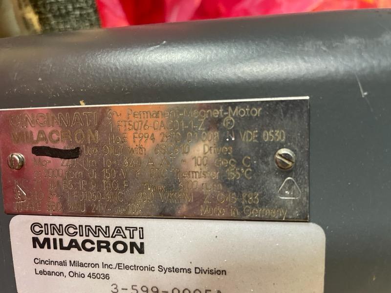 CINCINNATI MILACRON SERVO MOTOR  1FT5076-0AC01-1-Z