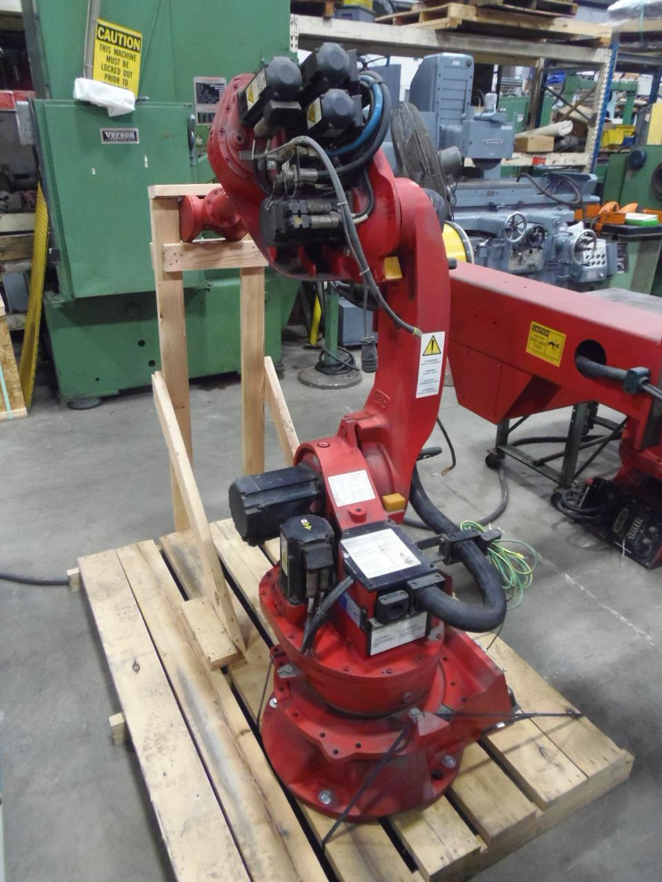 COMAU SMART NS-12-1.85 ROBOT WITH ADDITIONAL POSITIONER, 2006