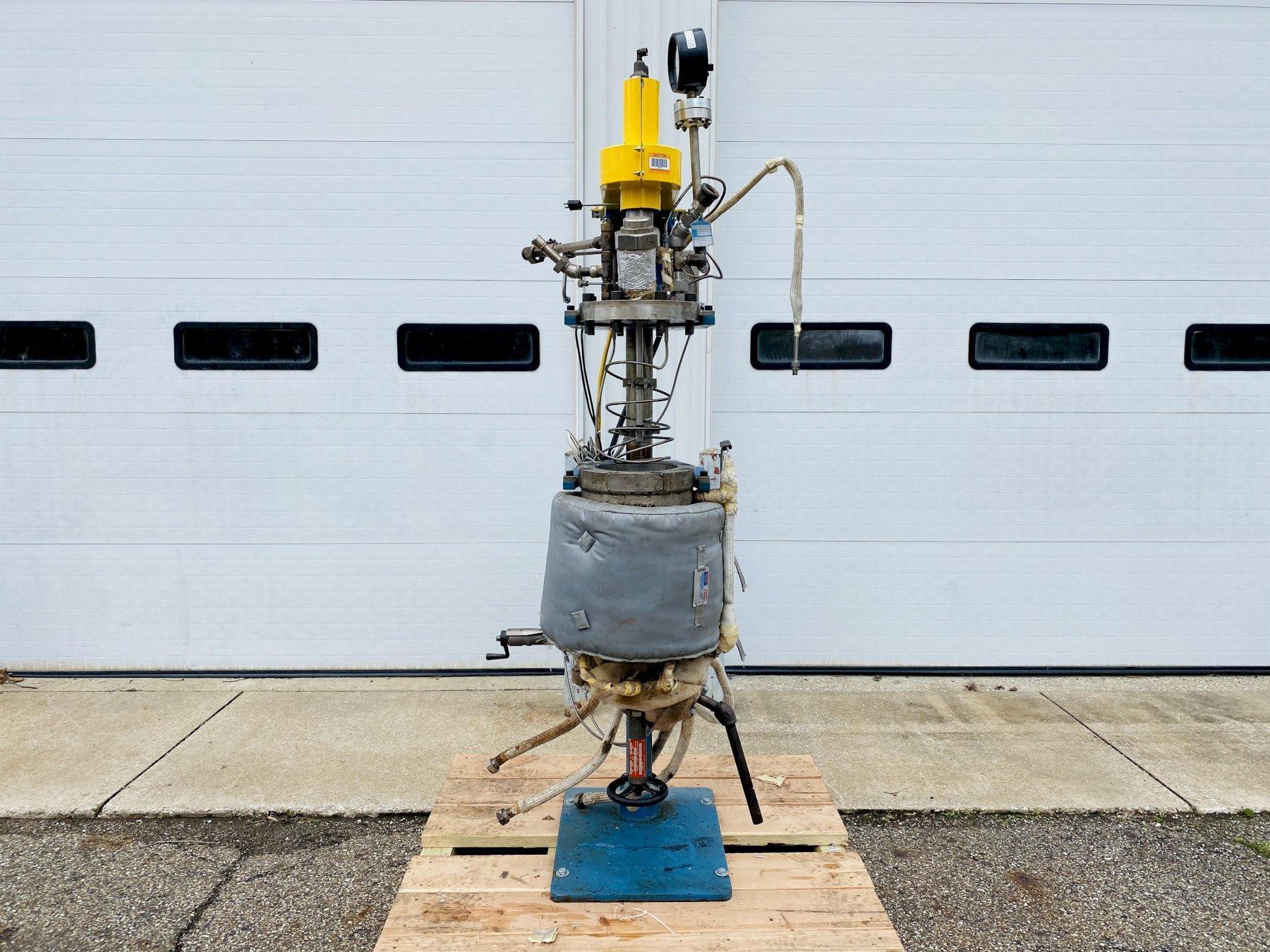 Fluitron 10 Liter Reactor