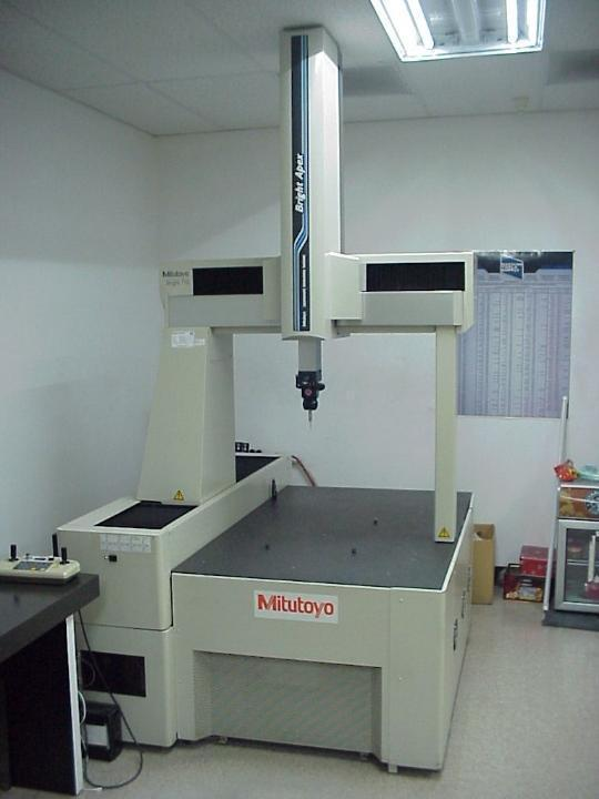 Mitutoyo Bright Apex A710 DCC CMM with: MCOSMOS-2, 3.5 Software, Renishaw PH9T Probe, Computer Monitor, and Calibration Sphere.