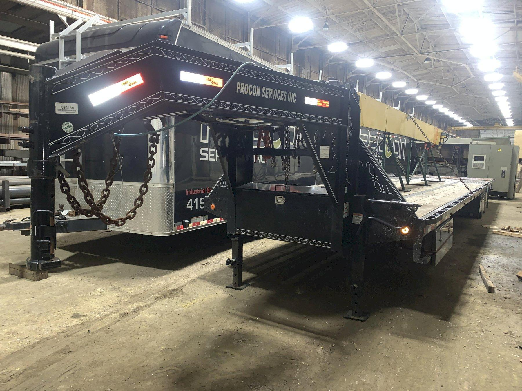 2015 LOAD TRAIL GOOSENECK TRAILER WITH HYDRAULIC BEAVER TAIL: STOCK #12362