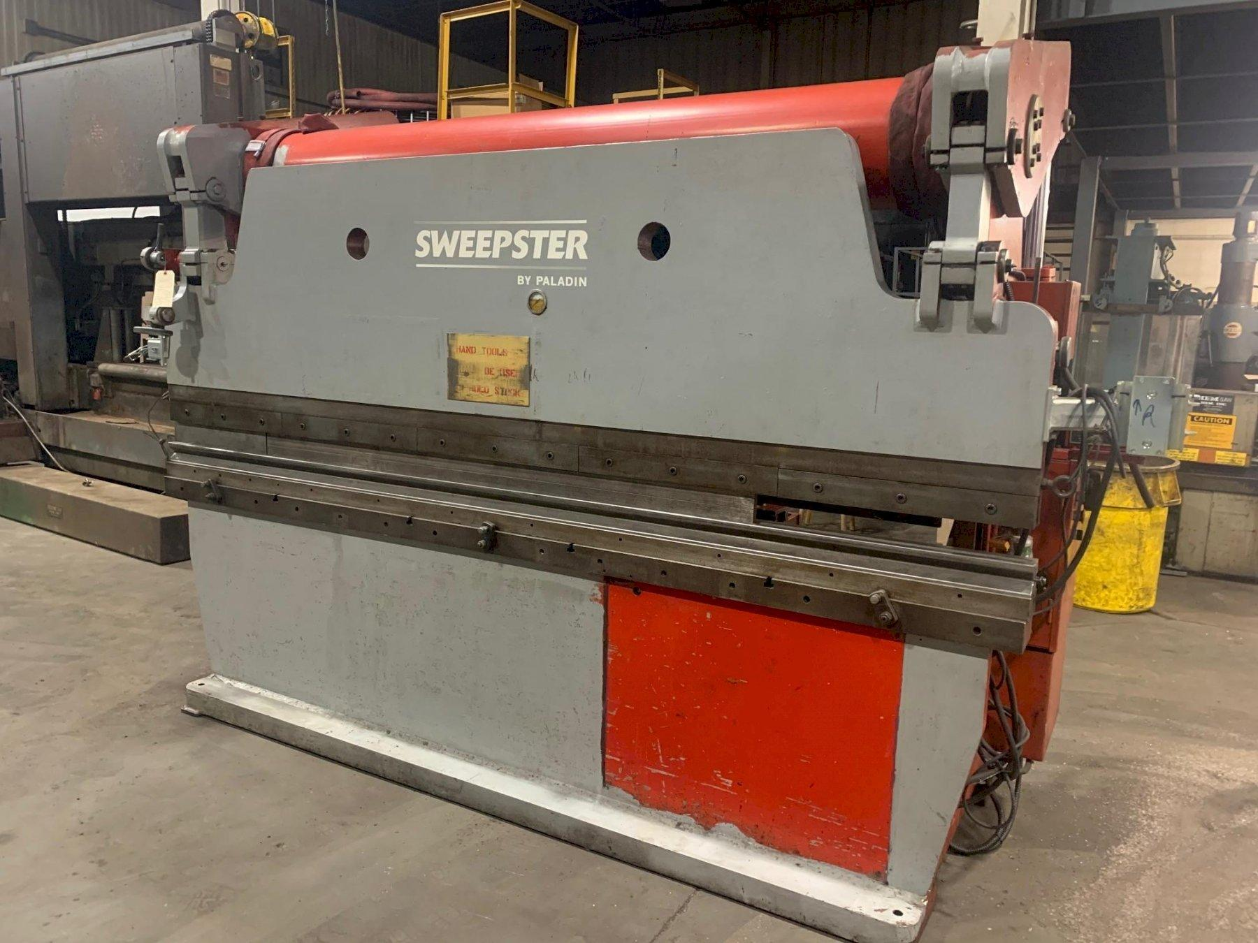 USED ACCURPRESS 130 TON X 10' HYDRAULIC PRESS BRAKE, Stock #10796, Year 1983
