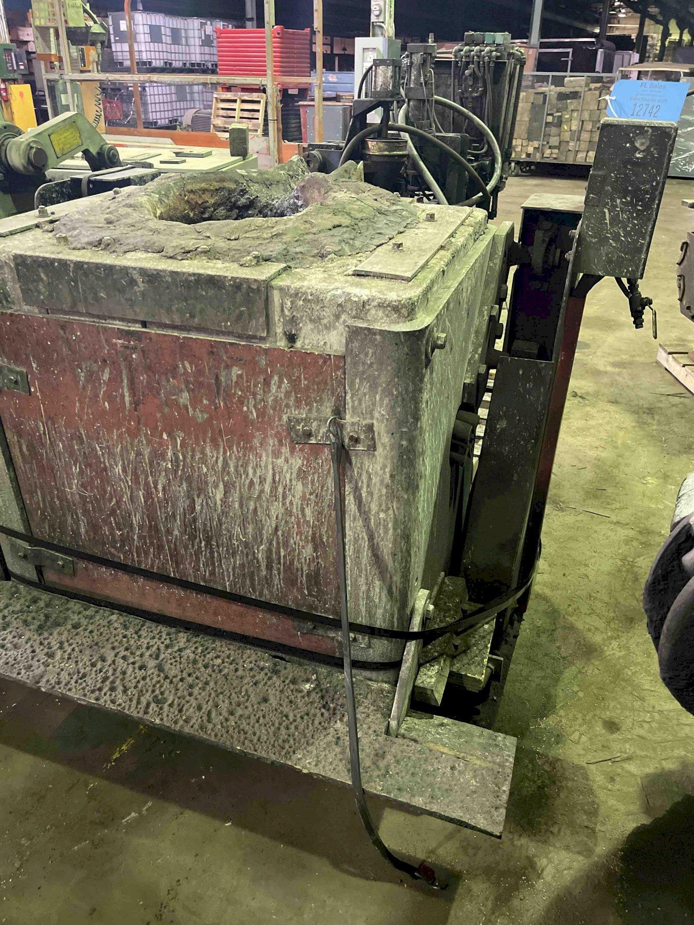 HYDRAULIC TILT TRANSITE BOX FURNACE WITH STAND NO HYDRAULIC PUMP, 15 TURNS