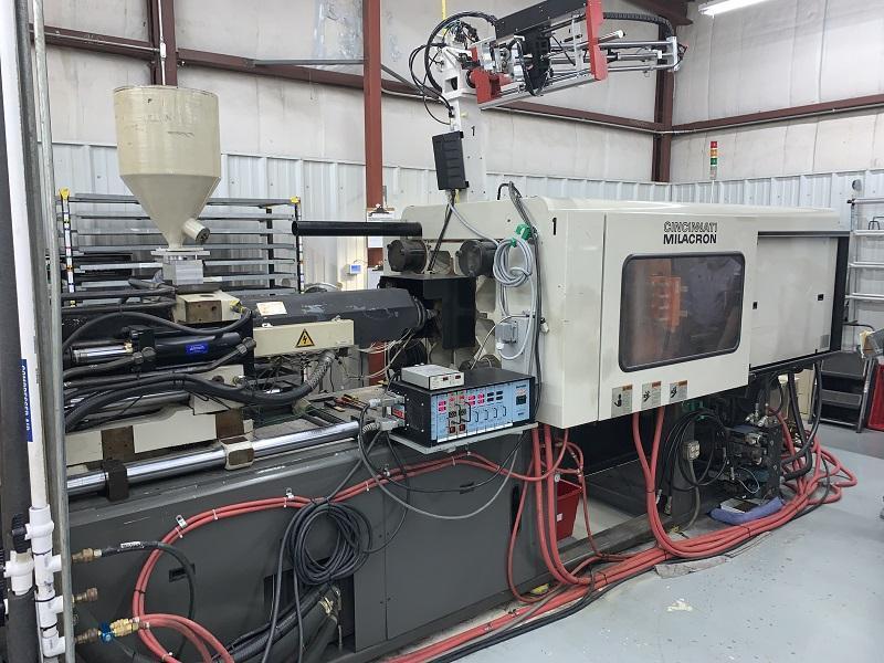 Cincinnati Milacron Used VT-220 Injection Molding Machine, 220 US ton, Yr. 1997, 20 oz.