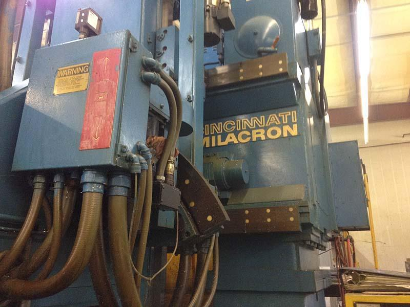 "CINCINNATI MILACRON 30V 5-Axis, Acramatic 950 CNC Control, X=144"",Y=60"",Z=24"",A & B +/- 25 Degree, raised, 90 Degree Head Attachment, New 1990."