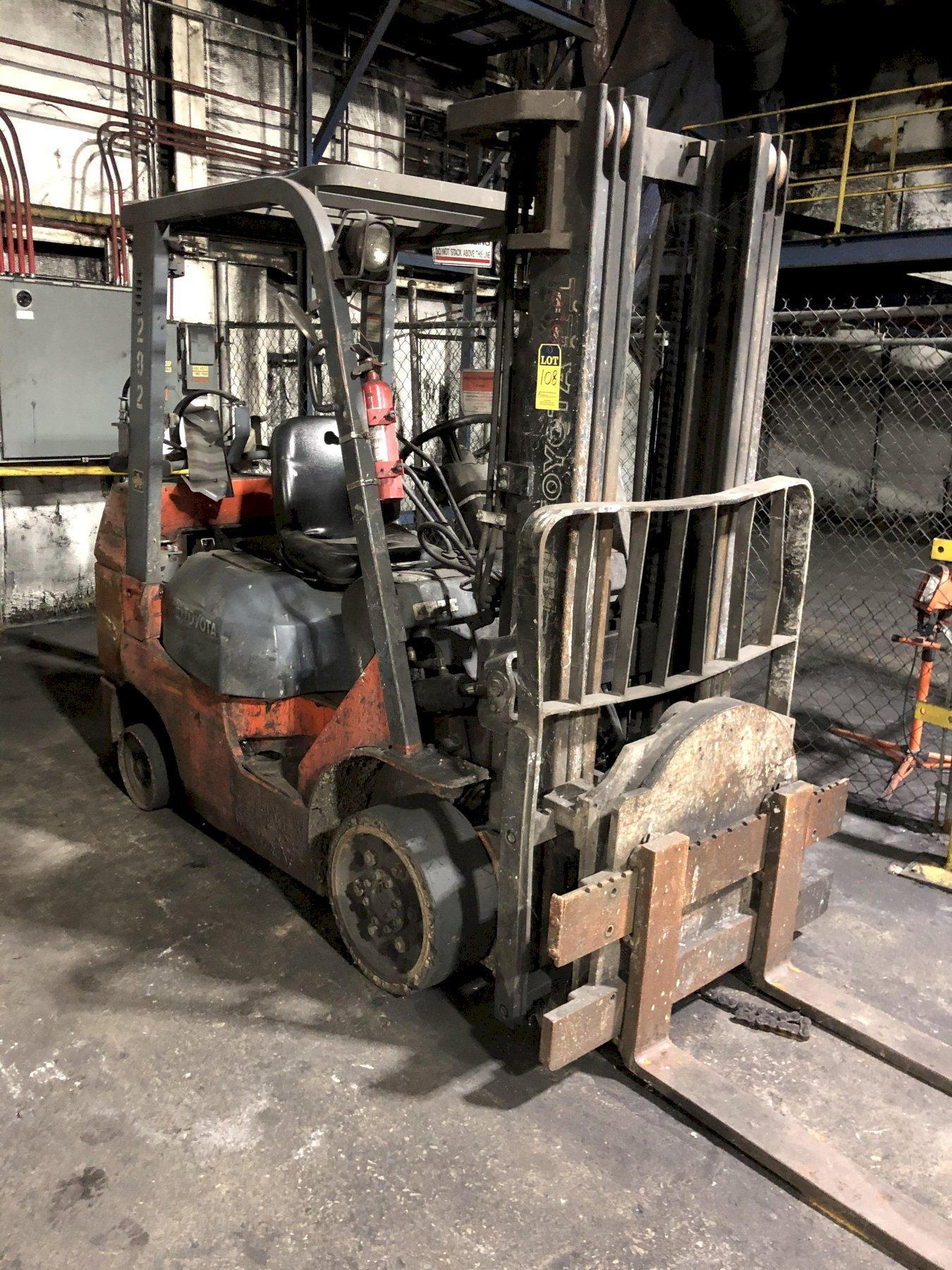 "TOYOTA MODEL 7FGCU30 4750# L/P POWERED FORK LIFT TRUCK S/N 67865, 171"" LIFT, WITH ROTATOR"