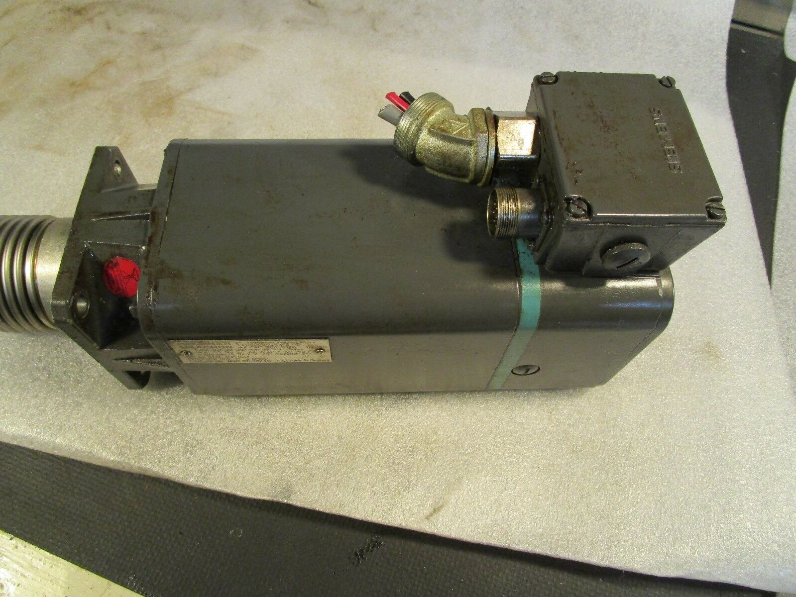 Siemens AC Servo Motor 1FT5064-0AC71-9-Z CMI Part# 1-606-3501, CINCINNATI MILACRON, 3~ Permanent-Magnet-Motor.