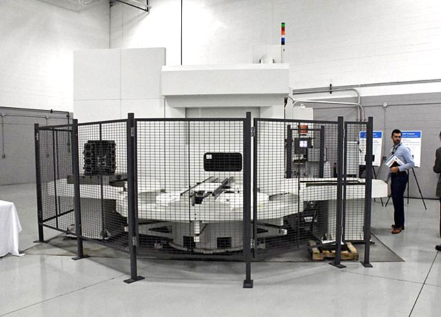 "CINCINNATI HPC-800XT, Siemens 2100 CNC, (2) 31.5"" Square Pallets, X=51"", Y-41"", Z=44"", 50 HP, 6500 RPM, 90 ATC, New 2000."