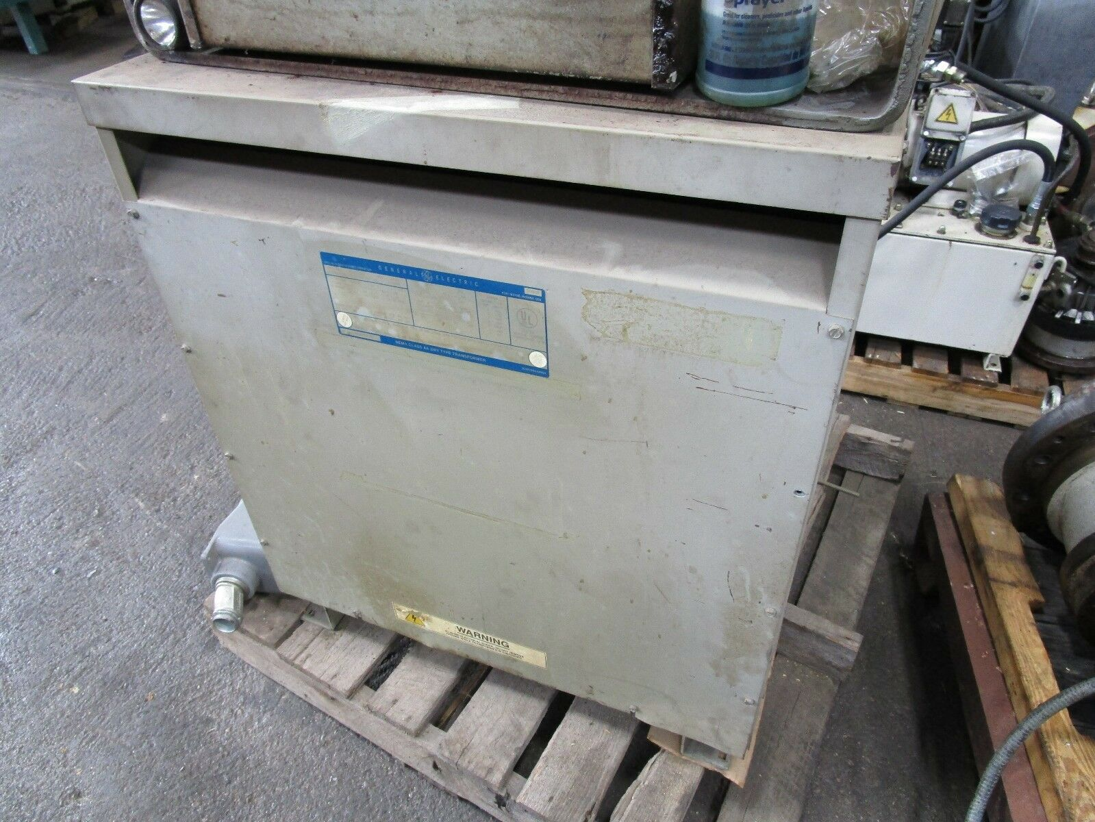 63 KVA 460 Prim to 509 Sec 3-Phase Transformer, Made by GE, Model 9T2301130, 63 KVA, 3-Phase, 460 Volt Input Delta, 509 Volt Output Line to Line Y, 294 Volt Line to Ground, Multi tap.