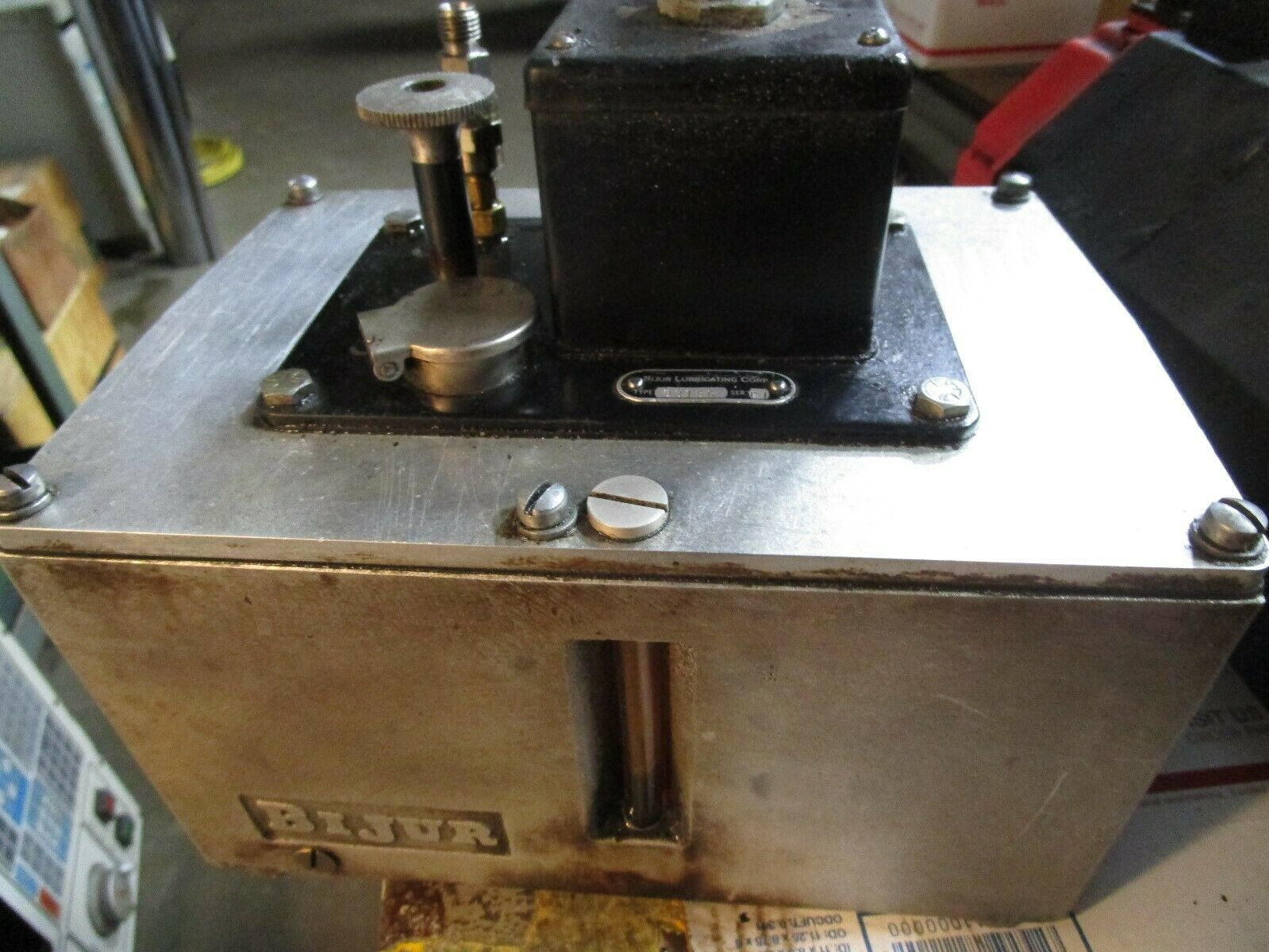 Bijur Electric Lube Pump Model D3156 Lube Unit with 1 Gallon Capacity 110V
