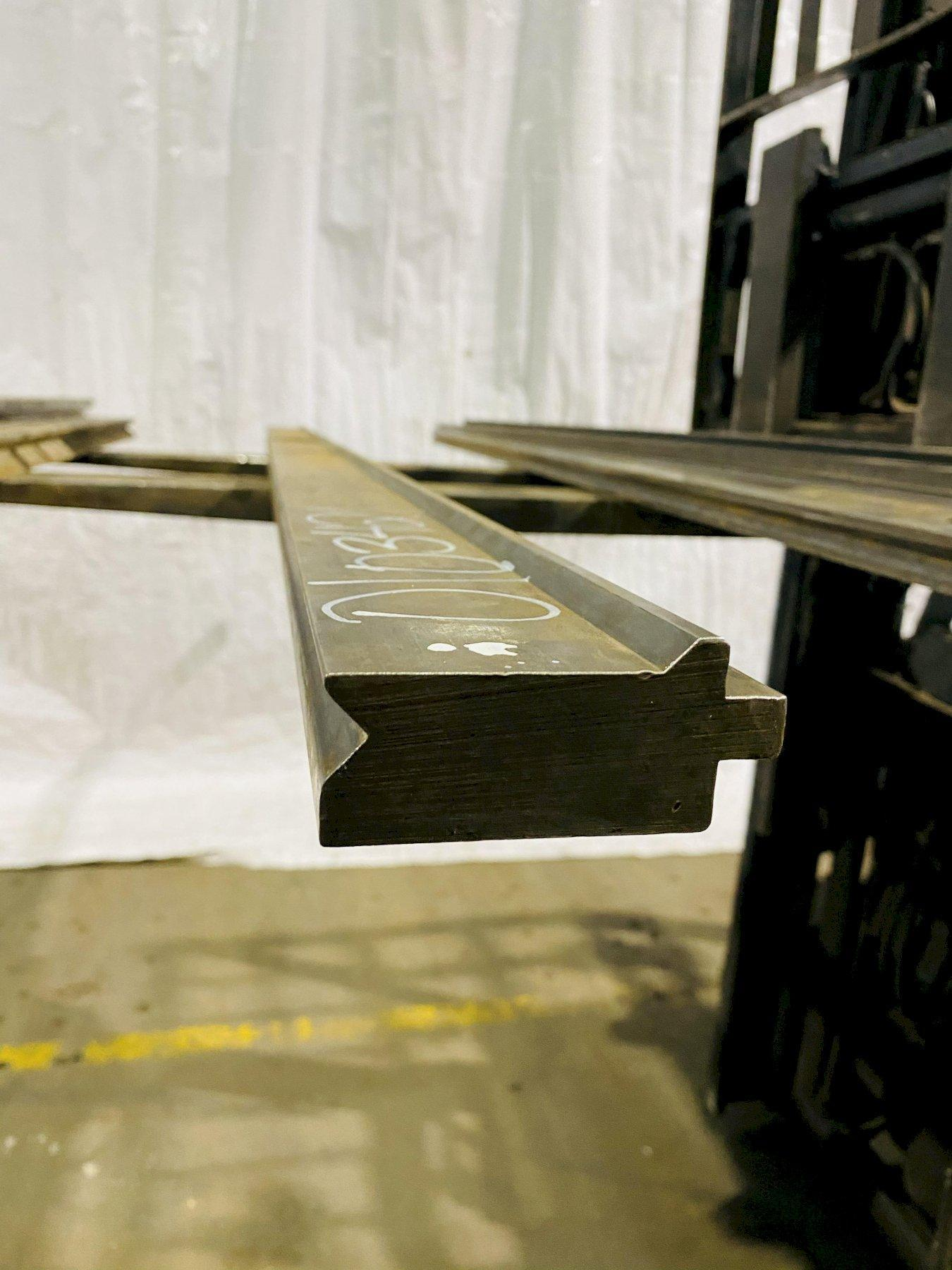 "6'(72"") PRESS BRAKE BOTTOM 90 DEGREE FEMALE V-DIE. STOCK # 0103421"