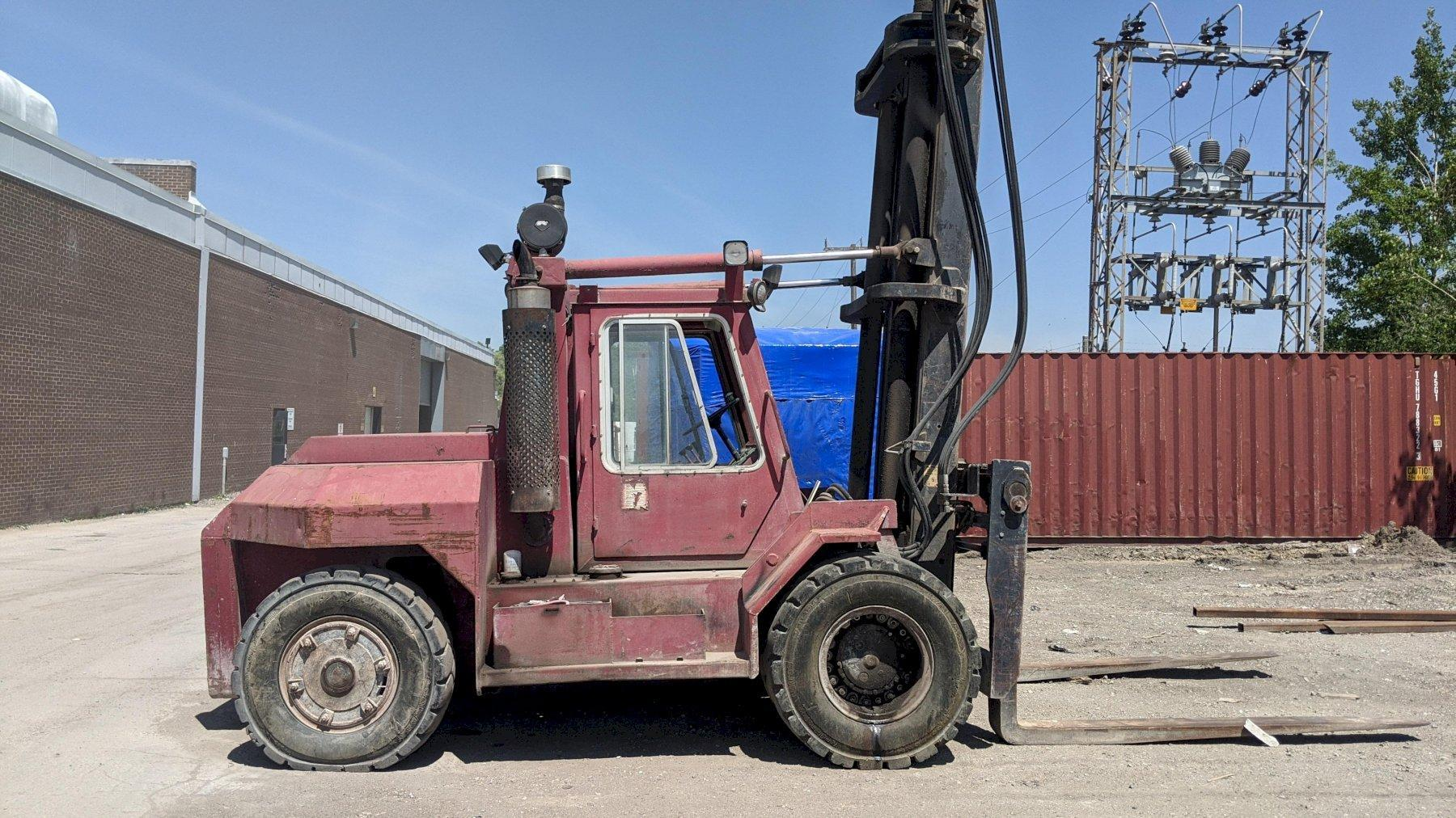 TAYLOR TE-300S FORKLIFT 30000LBS