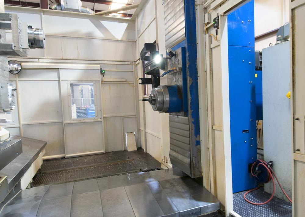 """6"""" GIDDINGS & LEWIS 6-AXIS CNC TABLE TYPE BORING MILL, Model RT1250, Fanuc 31i CNC, 63"""" x 71"""" 4th Axis Rotary Table, 49"""" 5th Axis Rotary Table, 90 Station Tool Changer, X-147"""", Y=98"""", W=78"""", Z(Quill)=49"""", 75 HP, 3500 RPM, Aerospace Machine, Low Hours, New 2006."""