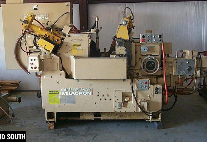 Cincinnati Milacron 220-8 Centramic Centerless Grinder
