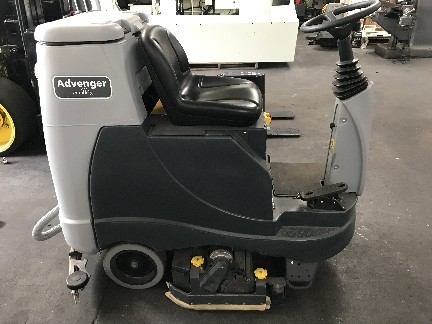 "Advance Advenger X2805C 28"" Cylindrical Rider and Scrubber 2018"