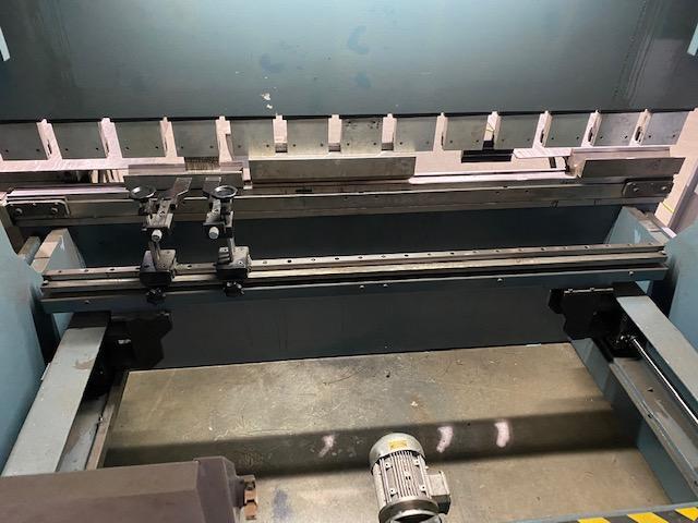 2014 Durma, ADR25100, 8' x 110 Ton CNC Hydraulic Press Brake