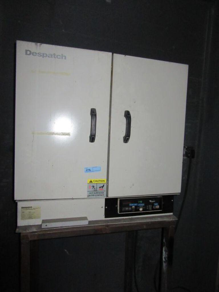 400 DEGREE DESPATCH MODEL #LEB1-69-1 INDUSTRIAL OVEN: STOCK #73411