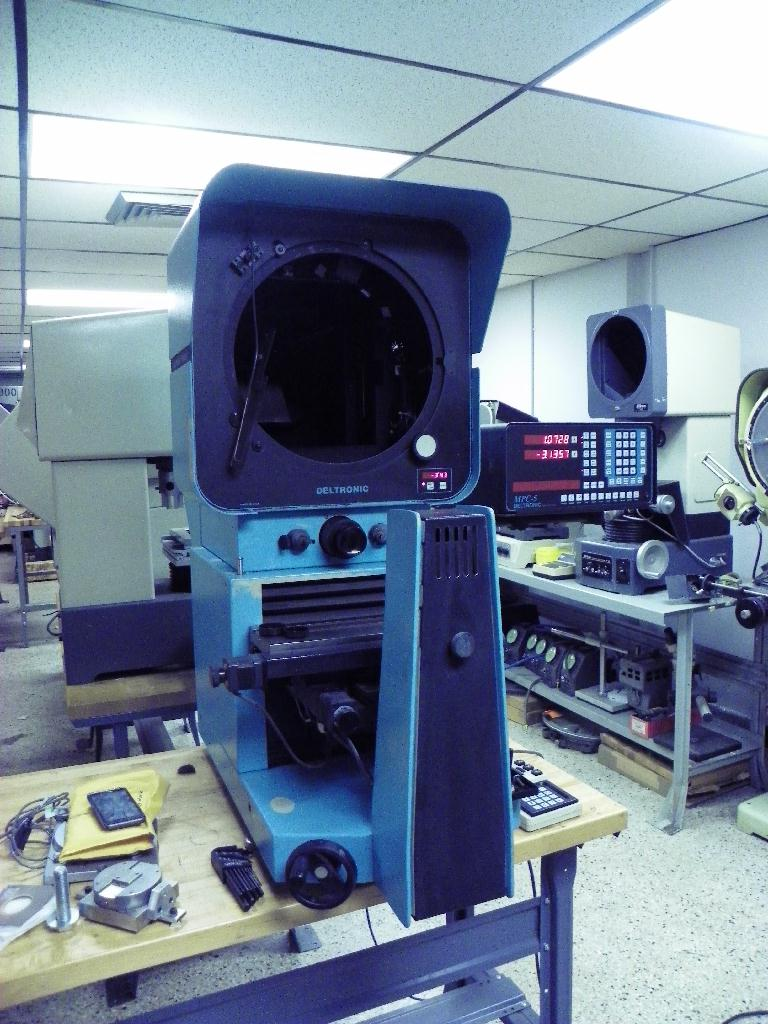 """14"""" DELTRONIC Model DH214 Bench Top Optical Comparator, S/N 269064595, New 1996. Parts machine. Ask for details"""
