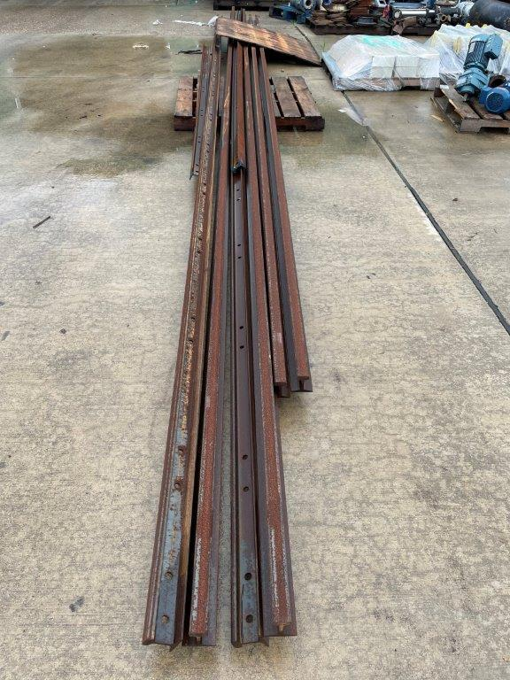 USED, COMPLETE CRANE BEAM SYSTEM WITH FREE STANDING UPRIGHTS, RUNWAY AND RAIL