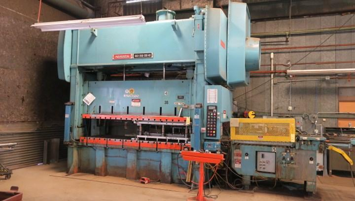 200 ton Niagara SC2-200-120-42 Straight Side Press