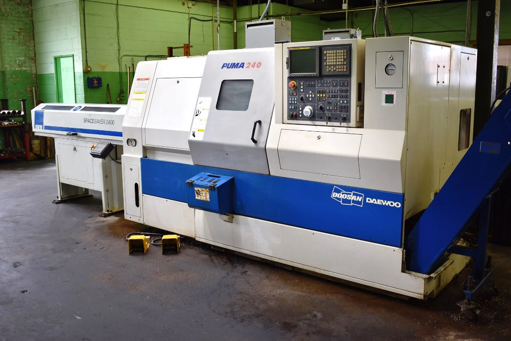 DOOSAN PUMA 240C CNC LATHE WITH SMW SPACE SAVER 2400 BARFEED