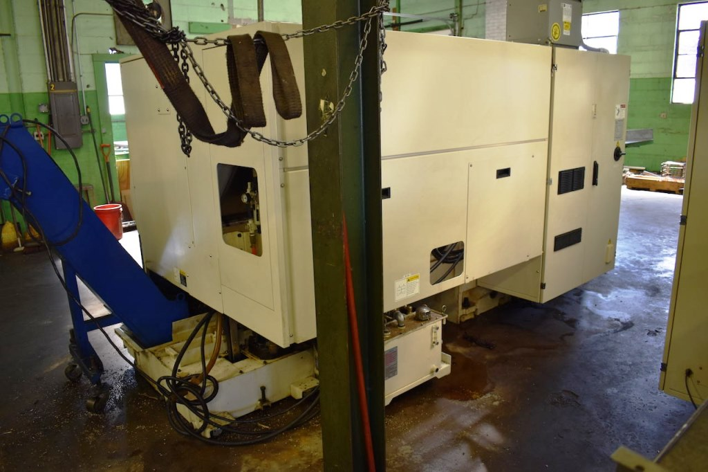 DOOSAN PUMA 240C CNC LATHE WITH SMW SPACE SAVER 2400 BARFEED