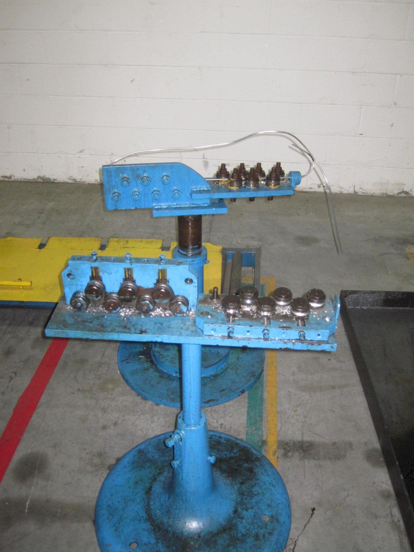 2 Plane 14 Roll Wire Straightener on Pedestal