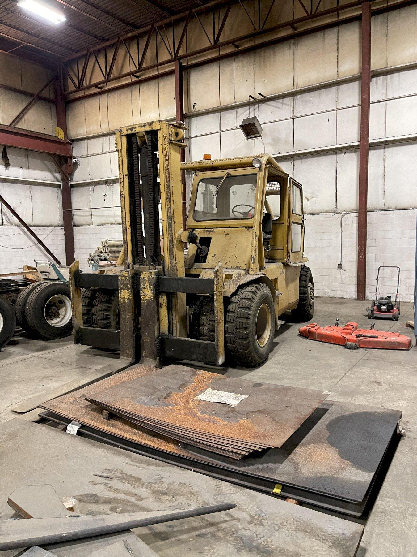 30000lbs. TOWMOTOR FORKLIFT